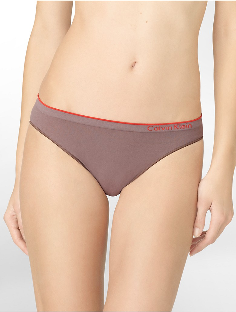 Seamless Thread is a brand of sleek intimates created for active and fit fashionistas, introducing Camel No®.