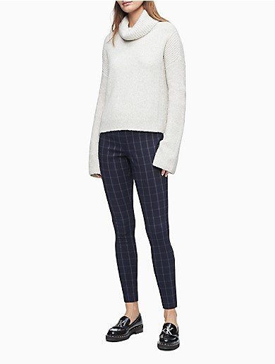 Crafted from a soft blend with exceptional stretch, these sleek pull-on pants feature a compression waistband, a classic windowpane plaid and a cropped ankle length. Versatile and modern, this streamlined choice is a collection building-block essential.