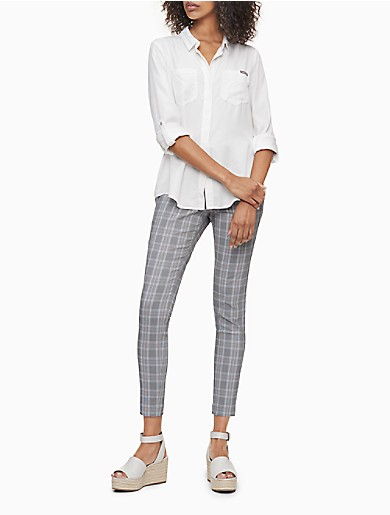 Crafted from a soft blend with exceptional stretch, these sleek pull-on pants feature a compression waistband, an updated grey blue plaid and a cropped ankle length. Versatile and modern, this streamlined choice is a collection building-block essential.