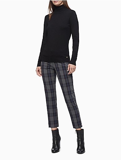 Crafted from an extra soft stretch blend for all-day comfort, these modern fit pants feature a charcoal plaid with a sleek silhouette. Designed with a tab closure for a clean finish, back welt pockets, logo detailing and an ankle length. Versatile and modern, this streamlined choice is a collection building-block essential.