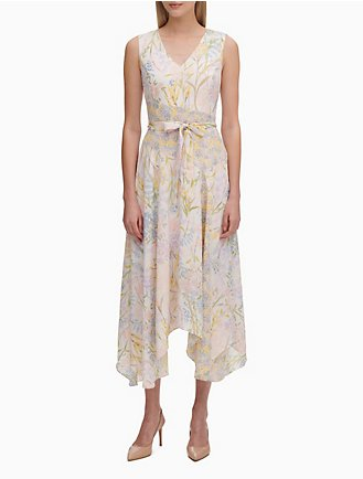 50e1dde9104ba2 Printed V-Neck Belted Maxi Dress