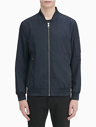 designed in fine twill, this must-have bomber jacket is both a classic, heritage look with updated and modern proportions. features a rounded collar with a full zip closure, angled side pockets and a single sleeve pocket, ribbed knit trim and a printed inner lining.