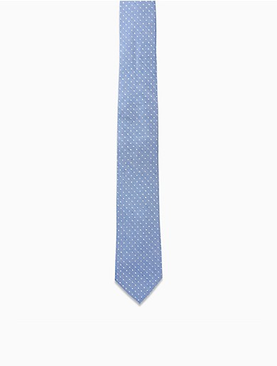 Designed with textured fabric crafted in italy, this classic tie is made with pure silk, an indigo dot pattern and a slim silhouette.