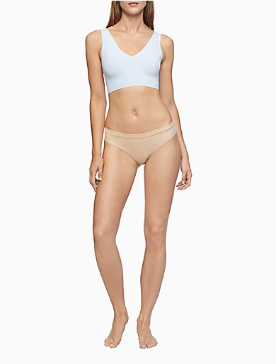 With a seamless finish and flexible fit, this lightly lined bralette is crafted from ultra-smooth fabric and bonded for invisible support. Designed with removable pads and clean cut edges make it disappear under clothing.
