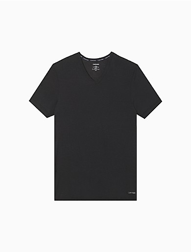 Ultra soft and refined, this essential tee is made with a modal stretch blend for a luxurious feel. Finished with a v-neck, short sleeves, a logo near the hem and seaming details for a silky base layer.