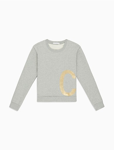The essential sweatshirt receives the CALVIN KLEIN treatment. Cut from super soft cotton in a relaxed fit, this sweatshirt features a gold foil logo design on the front.